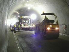 トンネル内舗装