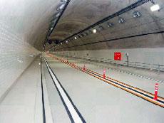 トンネル内舗装の明色化
